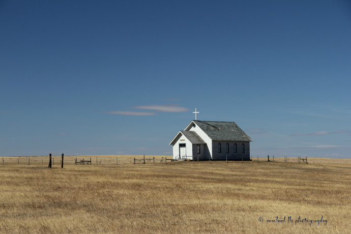 © Little Church Alone. South Dakota. Photograph by Linda Sarmento. PHOTOGRAPHYWORLD.ORG