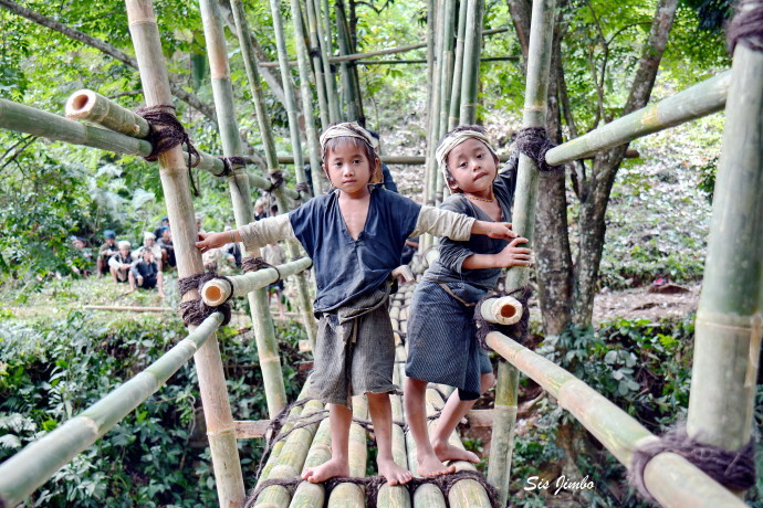 © Exotic Baduy Children. Photographer Sis Jimbo. Photography World, www.photographyworld.org