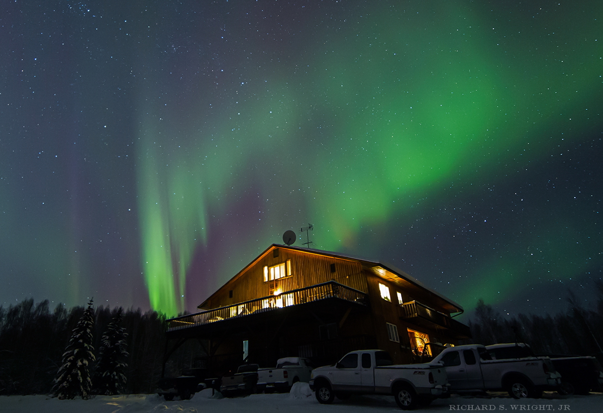 "© Northern Lights. Alaska's Grizzly Lodge. Photograph by Richard S. Wright, Jr. Photography World article, ""Aurora Borealis & Tundra Swans: Under the Northern Lights"" (photographyworld.org))"