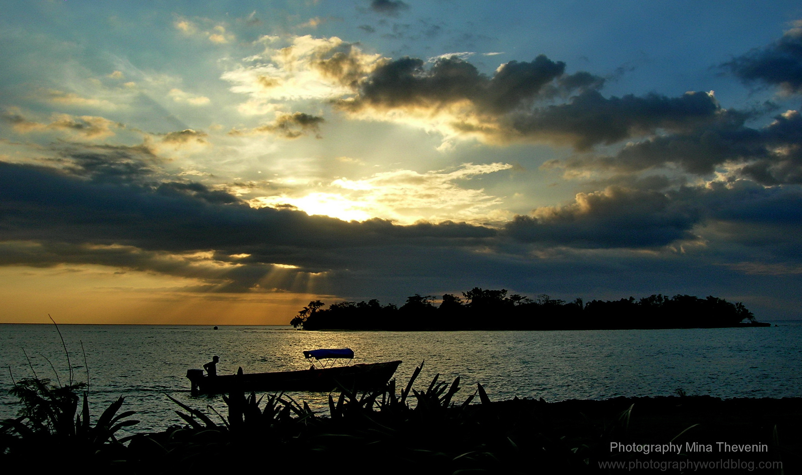 © Bloody Bay Sunset in Jamaica. Photograph by Mina Thevenin. www.photographyworld.org