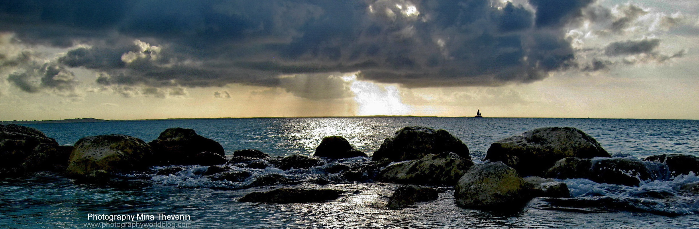 Curaçao Island sunset in the Caribbean. Photograph by Mina Thevenin. Photography World. www.photographyworld.org