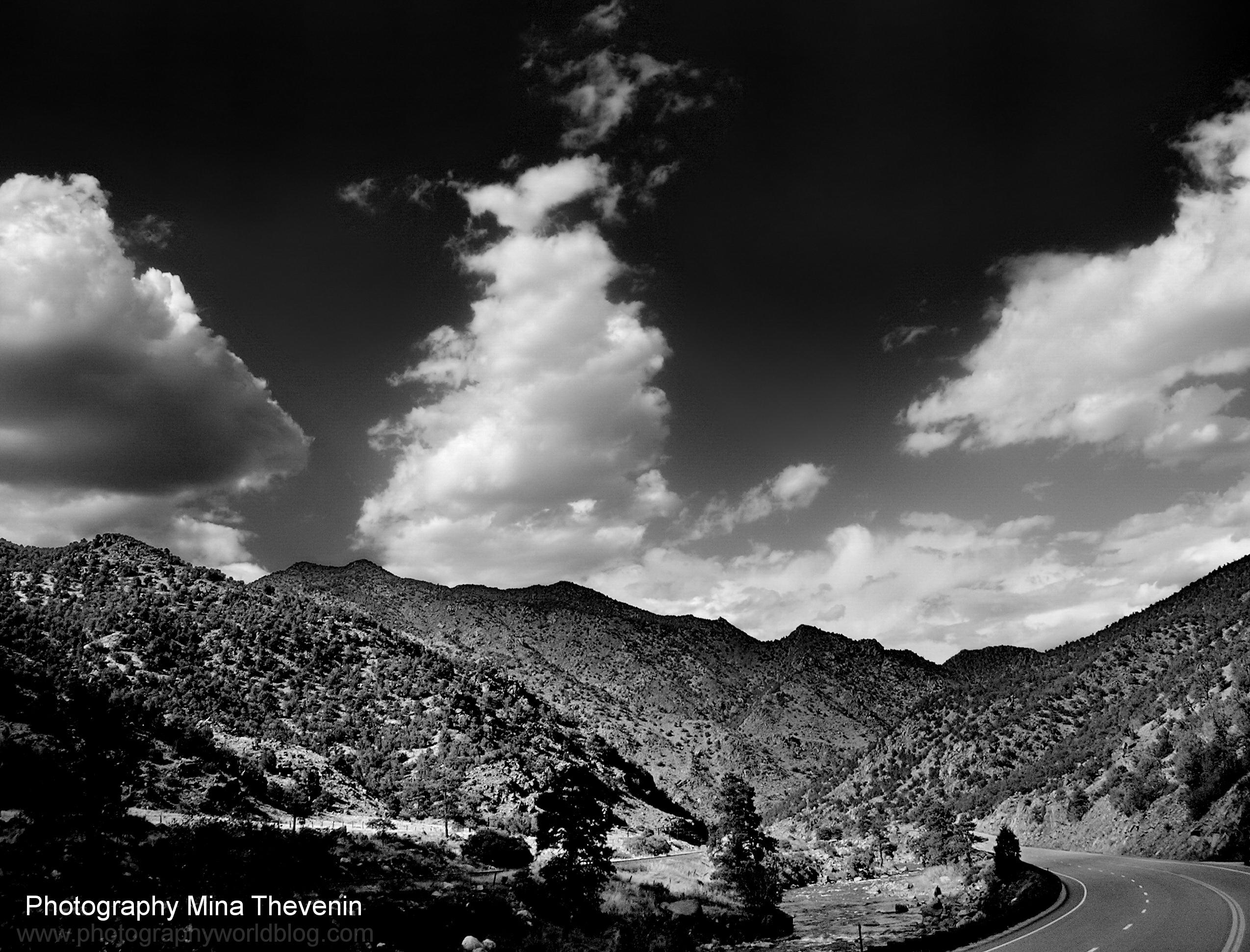 © Lenticular Clouds Colorado. Photograph by Mina Thevenin. Photography World. www.photographyworld.org