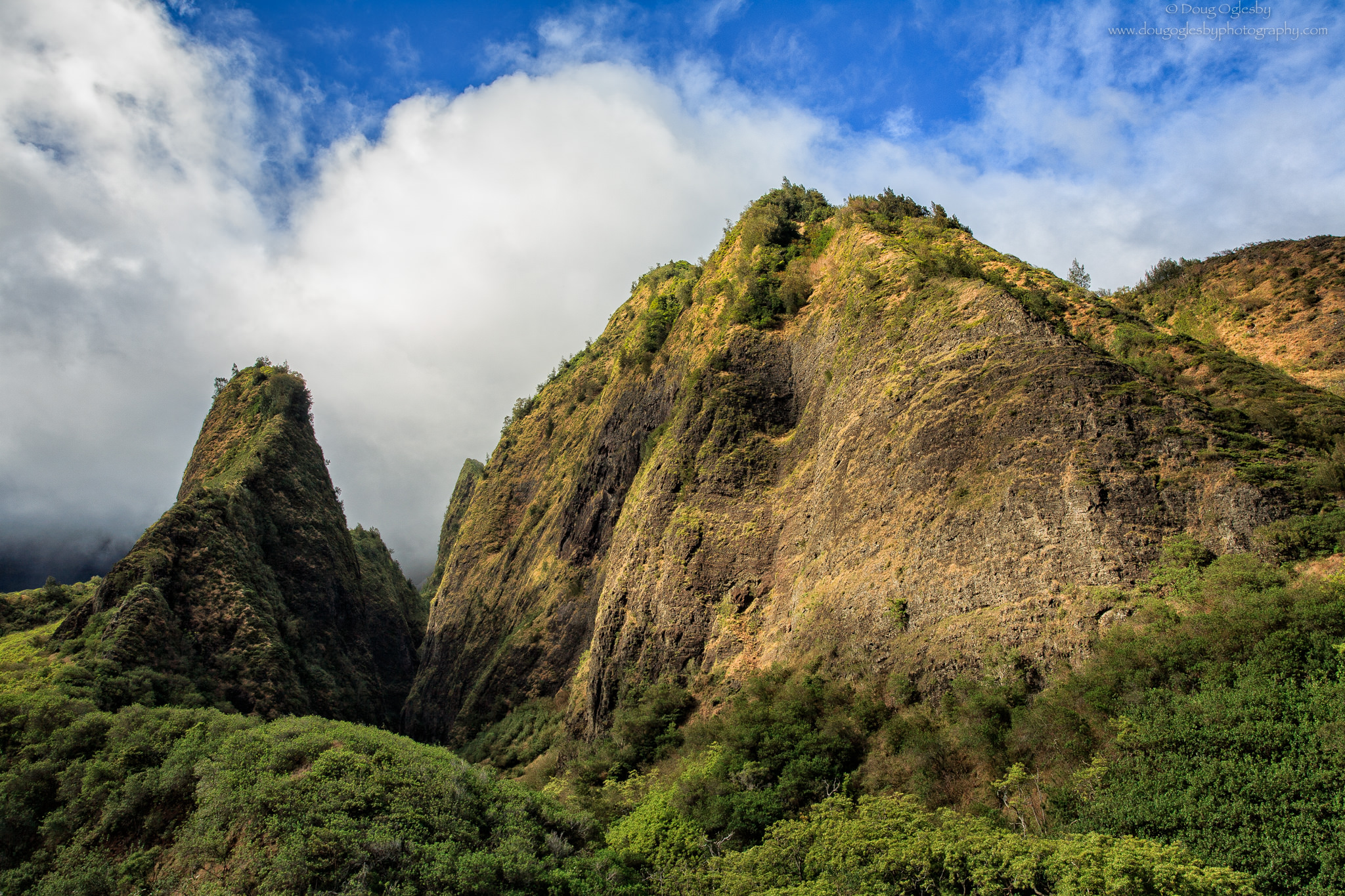 'lao Valley and The Needle on Mau'i, where the great battle of Kepaniwai was fought in 1790. © Photograph by Doug Oglesby @ https://photographyworld.org/nature/early-hawaii-history/